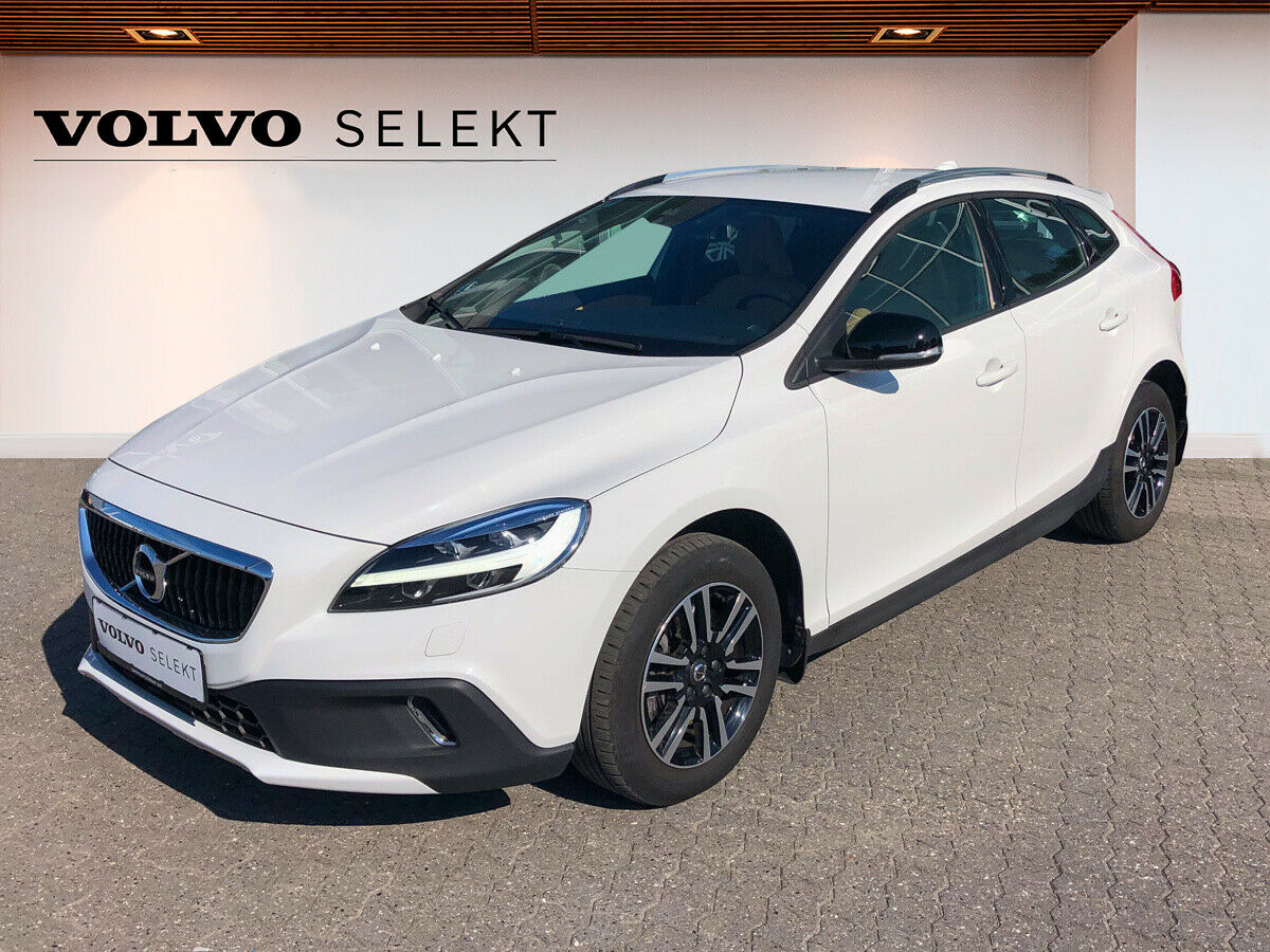 Volvo V40 2,0 T3 152 Momentum 5d