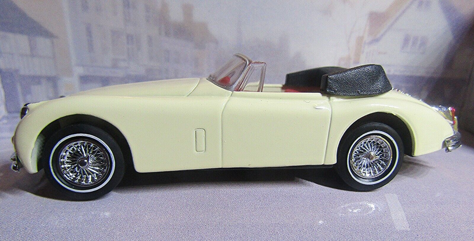 DY-036 A MATCHBOX DINKY 1 43  1960 JAGUAR XK 150 DROP-HEAD COUPE in BOX - CREAM