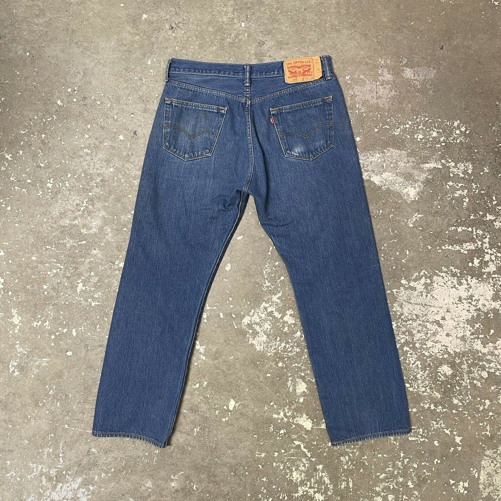 Vintage Levis 501 Button Fly Distressed Blue Jean… - image 2