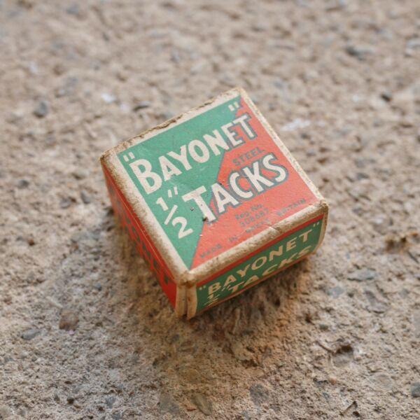 """* Vintage Box 1/2"""" Bayonet Steel Tacks * Sentirse CóModo"""