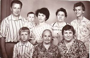 1982-Family-man-women-granny-handsome-boys-girl-old-fashion-Soviet-Russian-photo