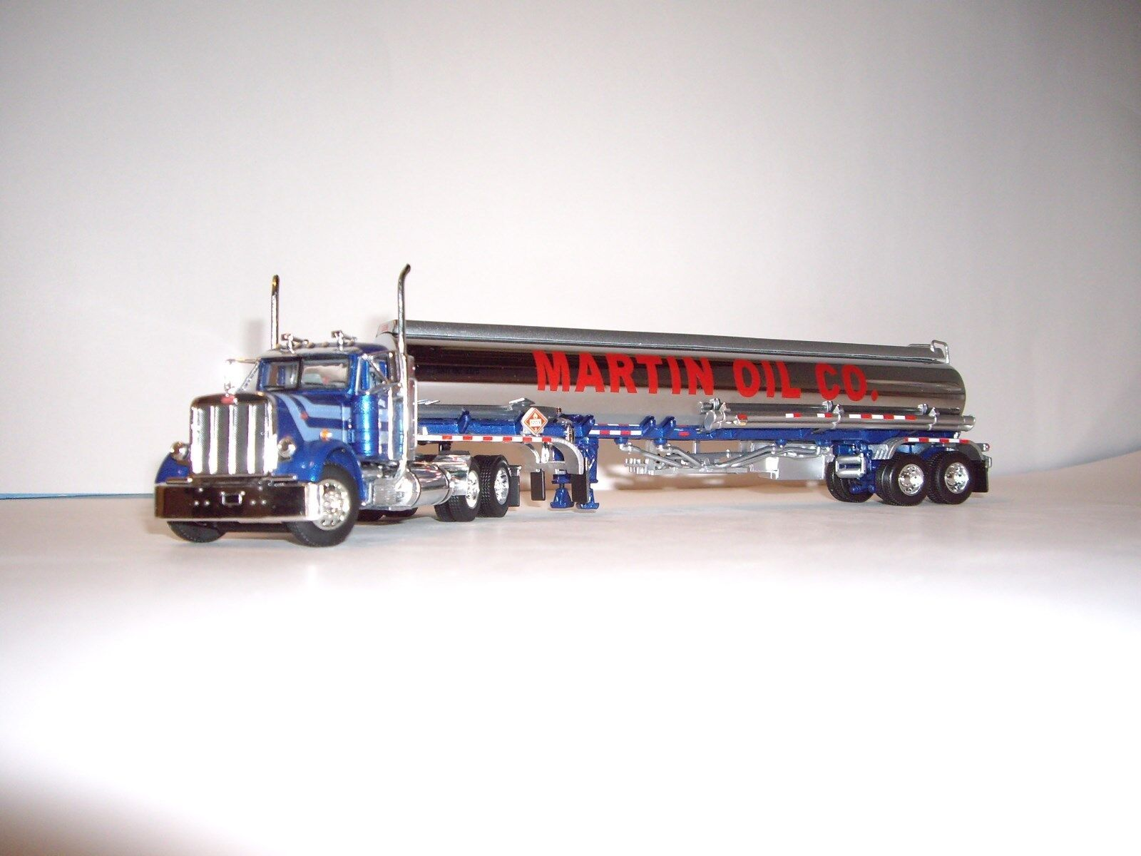 risparmia il 35% - 70% di sconto DCP 1 64 MARTIN MARTIN MARTIN OIL CO 379 PETERBILT DAY CAB WITH CHROME LOGOED PETROLEUM TANKER  ecco l'ultimo
