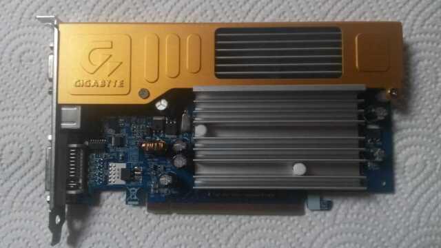 Grafikkarte - GIGABYTE GeForce 7100 GS / 128MB / PCIe / VGA / DVI / S-VIDEO OUT