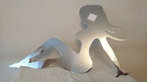 Plaque-Silhouette-metal-chrome-PIN-UP-Annee-1980-Vissage-calandre-vehicule