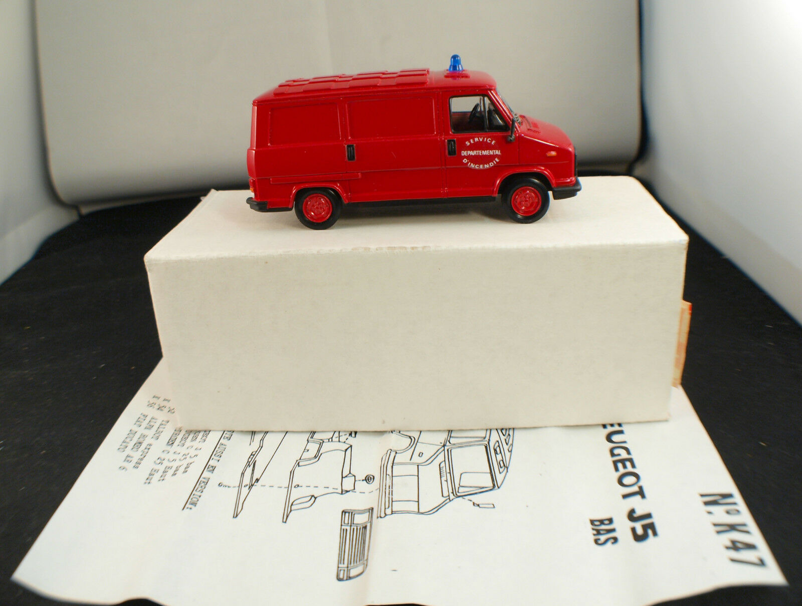 MVI France n  K47 Peugeot J5 pompiers SDI neuf en boite Kit 1/43