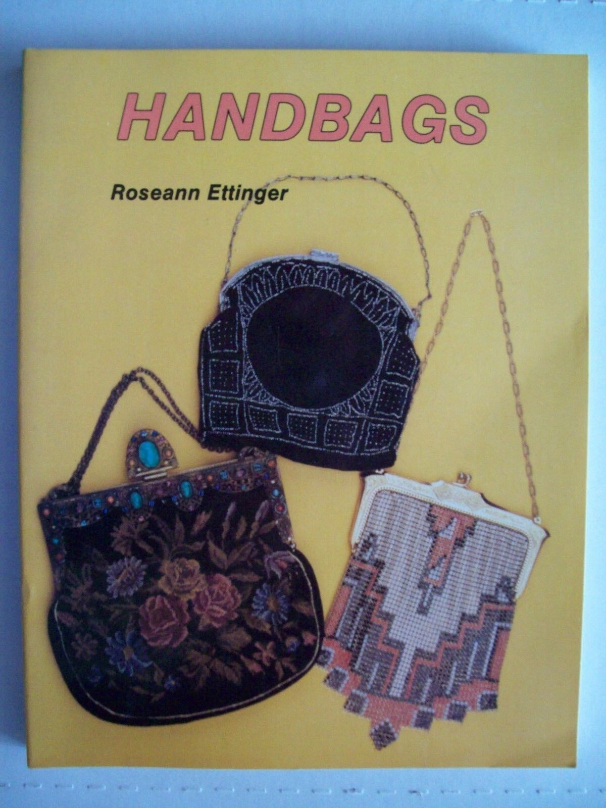 WOMEN'S VINTAGE PURSE'S id PRICE GUIDE COLLECTOR'S BOOK Mesh Beaded more