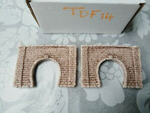 2 X Z Scale Brick Type Single Track Tunnel Portals  Painted - TDF14