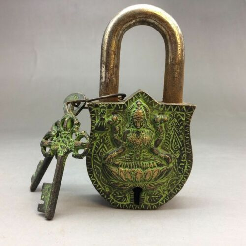 Exquisite Old China BRASS SCULPTURE IS THE IMAGE OF THE LOCKS AND KEYS
