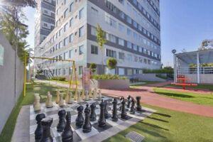 Desarrollo residencial de arquitectura moderna cuenta con tres torres con distintas dis...