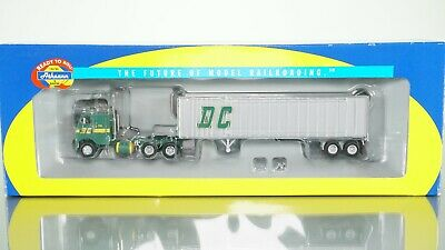 ATHEARN 40/' HOLIDAY EXPRESS CHRISTMAS TRAIN TRAILER HO SCALE