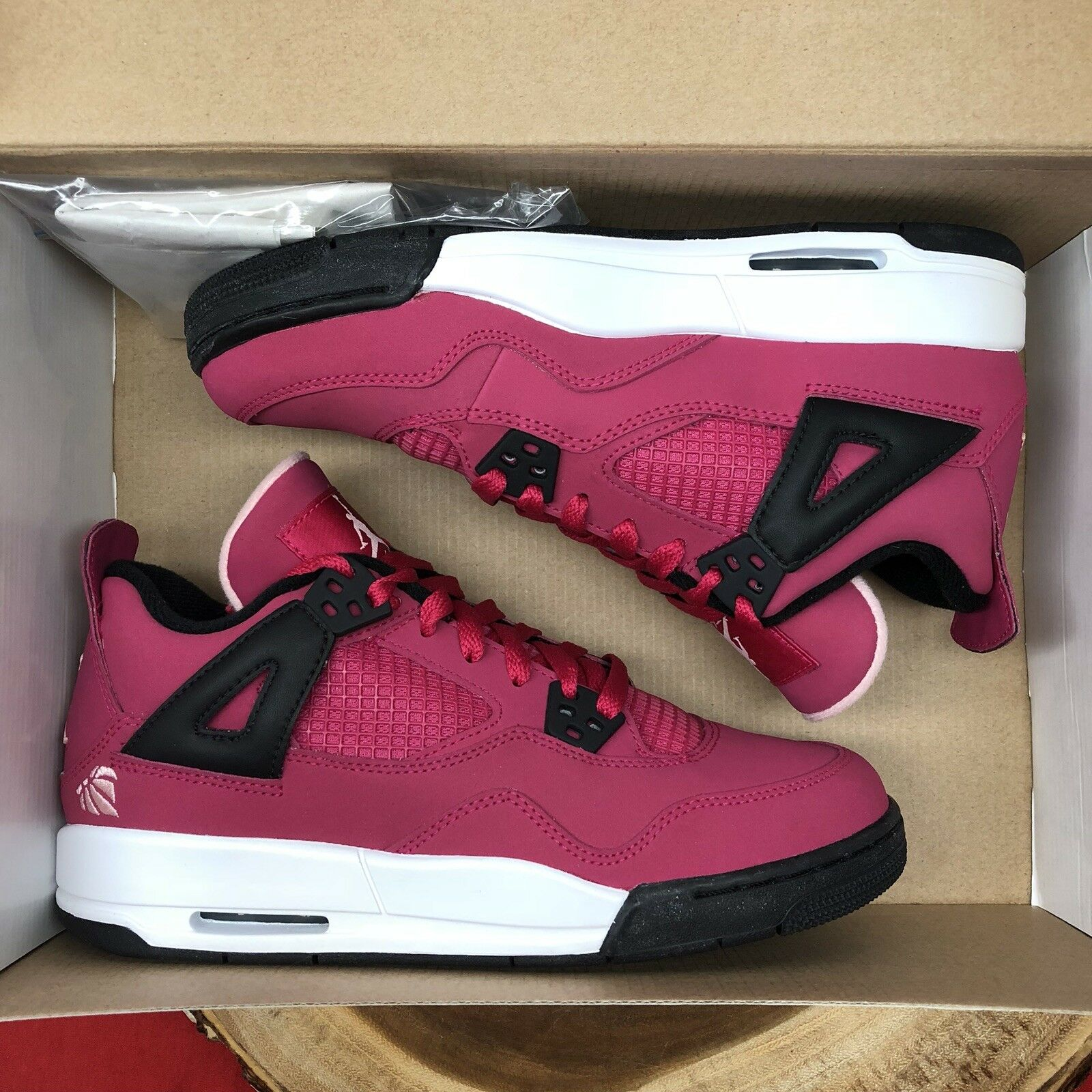 Nike Air Jordan Retro IV Valentines Day Voltage Cherry Size 6y XI V VI I Pink