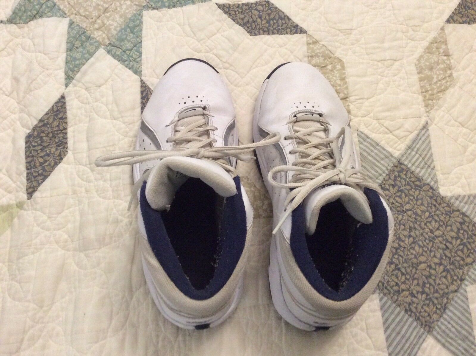 Nike white basketball shoes, Mens size 8