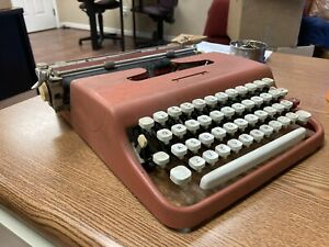 Red Hot! Sears Courier Typewriter (Olivetti Lettera 22) Needs Grease Adjustment