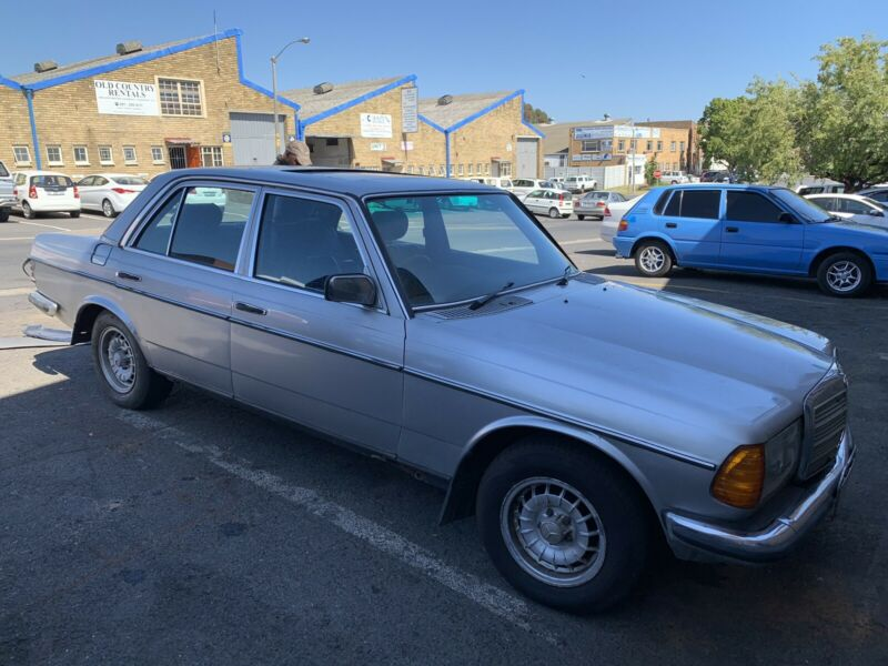 BENZO PARTS NOW STRIPPING: 1982 MERCEDES-BENZ 300D AUTO W123 SERIES