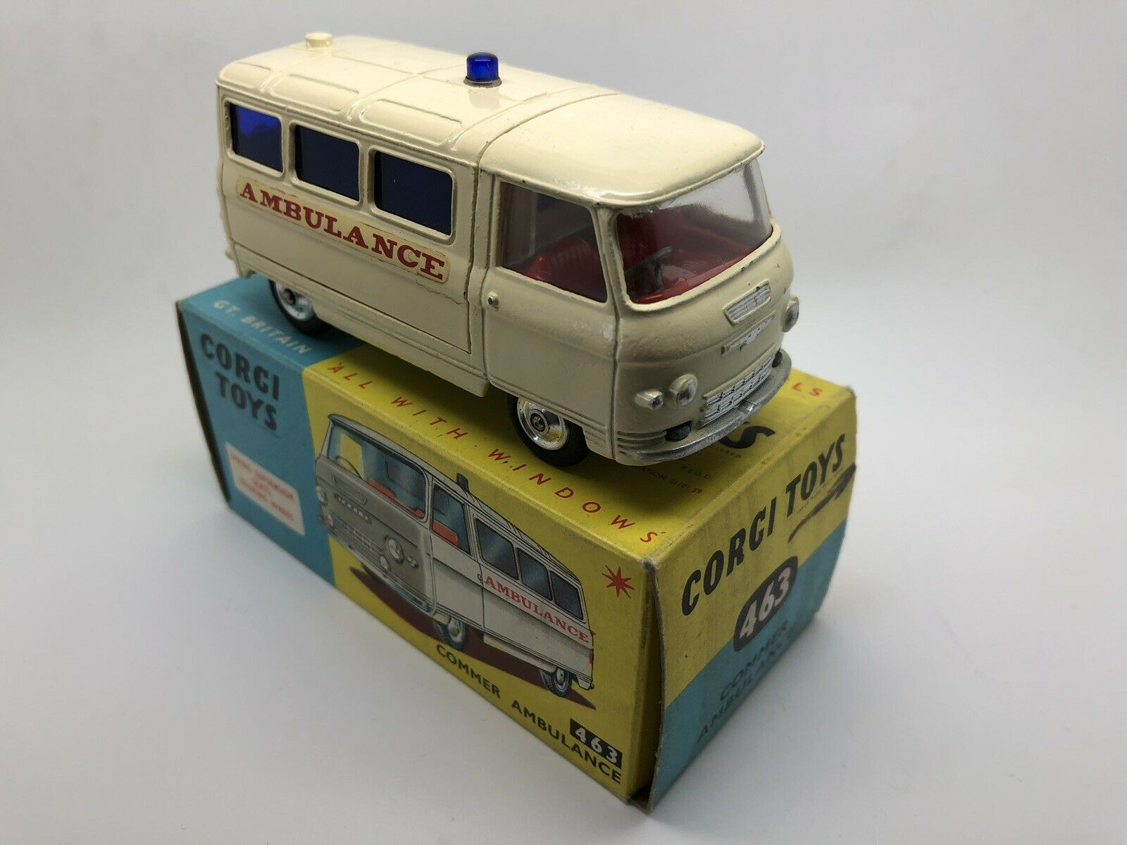 CORGI 463 COMMER AMBULANCE, RARE CREAM CREAM CREAM VERSION, VN MINT IN BOX. 887