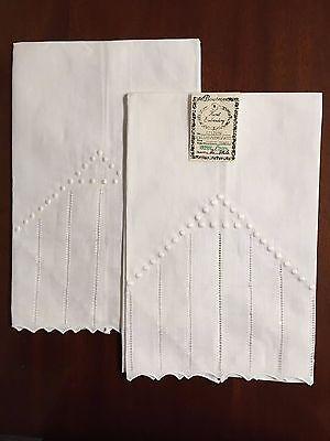 BT71248 Scallop Hemstitch Dots Irish Linen Bath Towels Hand Embroidery Set of 2