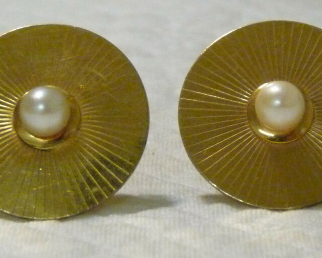Gold round pearl face cufflinks
