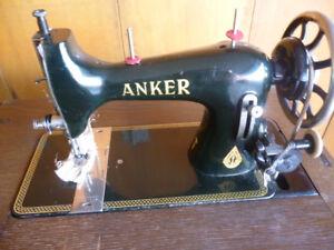 alte Anker Nähmaschine mit Schrank