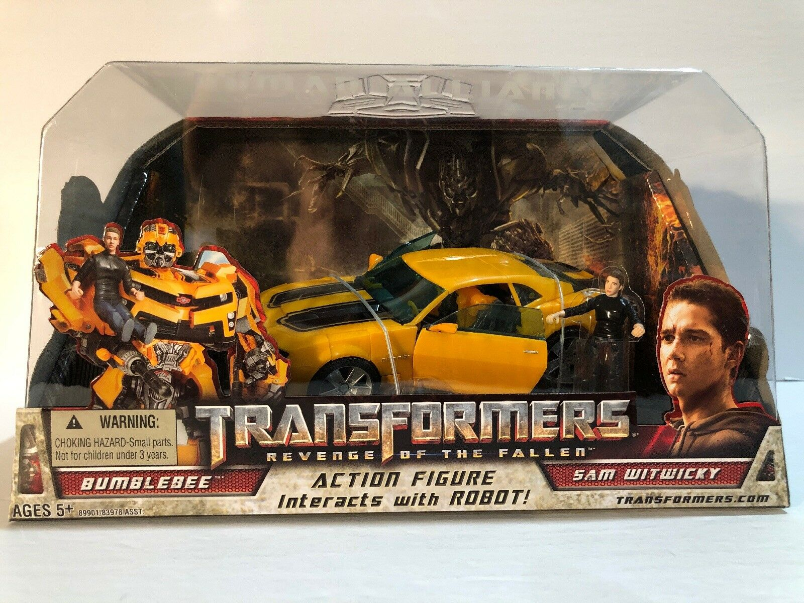 Hasbro Transformers 2 Revenge of the Fallen Human Alliance  Bumble Bee with Sam