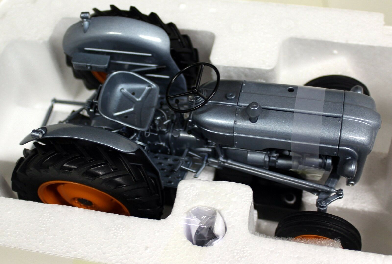 UH 1 16 Échelle 5315 Fordson Dexta Alexandra Palace lancement Diecast Modèle tracteur