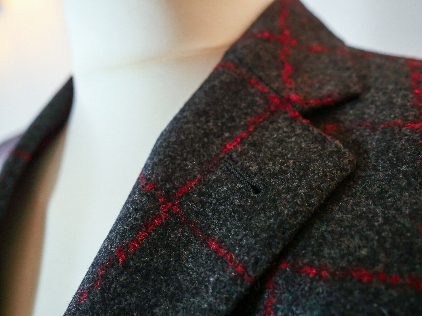 Graues Sakko mit roten Streifen Obermaterial100% Wolle Super 100 Größe 52