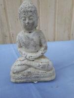 DEKORATIVER KLEINER  BUDDHA IN CREM WEISS