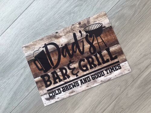 """7.5 x 10.5/"""" WOOD EFFECT METAL SIGN WALL PLAQUE DAD'S BAR /& GRILL"""