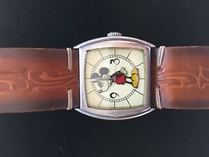 Rarest-vintage-biggest-40-mm-cushion-Disney-watch-Since-1928-Seiko-SII