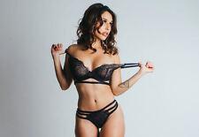 Incorniciato stampa-Sexy Donna In Nero Lingerie decollare il suo Reggiseno (PICTURE ART)