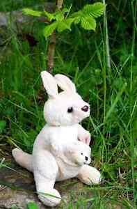 Stehendes Känguru mit Baby Stofftier Australien Känguruh kuschellig weich 15 cm