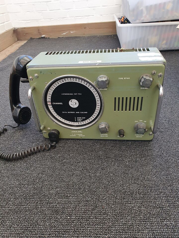 Sailor VHF radio, intakt. Uden strømkabel.