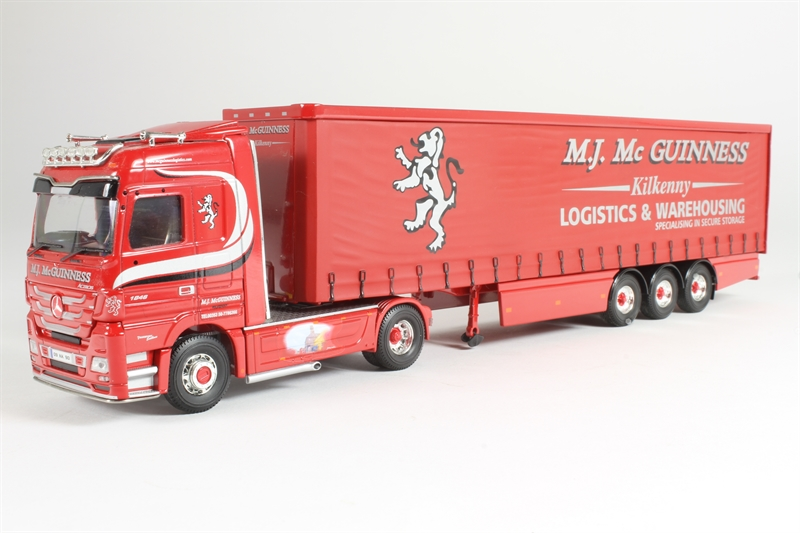vendita scontata online di factory outlet CORGI CORGI CORGI moderno Heavy Haulage  CC13824 MERCEDES CURTAINSIDE M J McGuinness 1 50  connotazione di lusso low-key