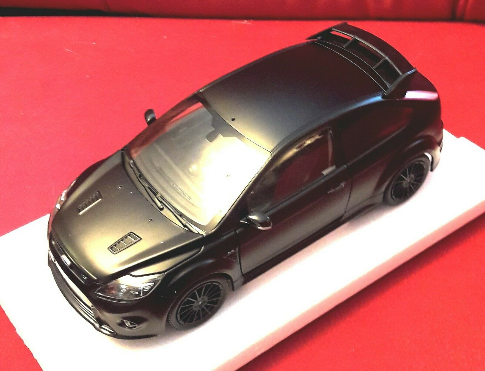 MINICHAMPS 100080000 Ford Focus RS500, 1 18, mb, Zustand  NEU