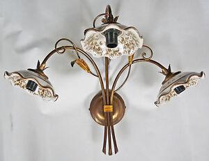 Applique lampada ferro battuto e ceramica decorata a mano antico