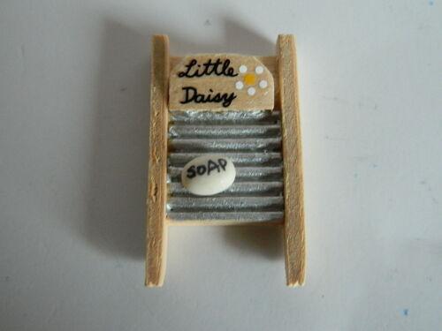 Maison de poupées planche à laver et savon KP2.2