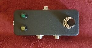 AB1BLK-Quality-compact-A-b-guitar-pedal-with-black-powder-coat-finish-and-leds