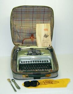 Vintage Voss Deluxe Portable Typewriter With Case & Accessories