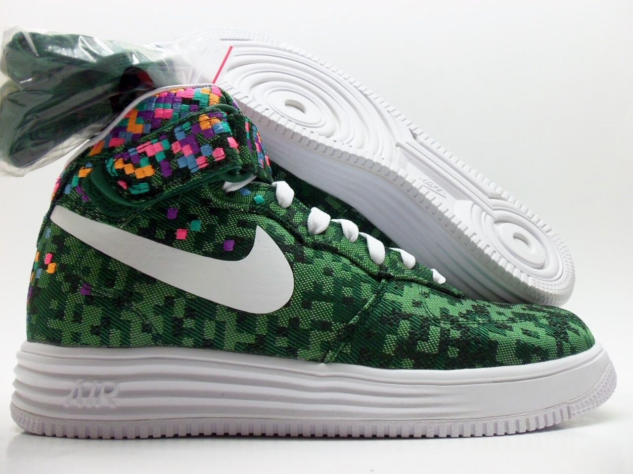 best-selling model of the brand NIKE LUNAR FORCE 1 MID JCRD SP