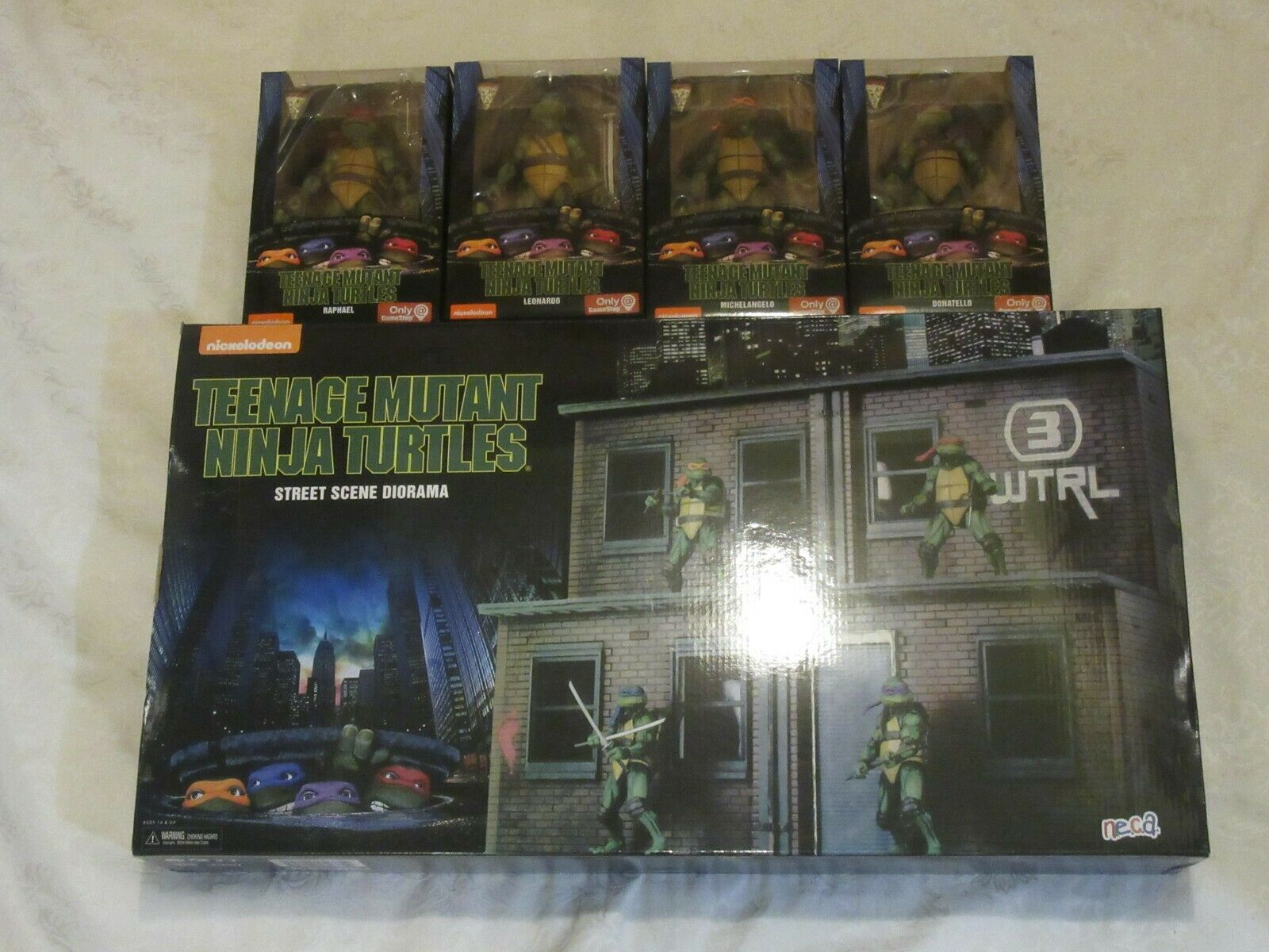 Teenage Mutant Ninja Turtles TEENAGE MUTANT NINJA TURTLES San Diego comic-con 2018 Street Diorama & GameStop Conjunto de 4