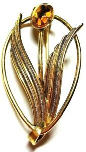 Lovely-Gold-tone-Pin-with-rhinestone-Flower-and-goldtone-Leaves-Vintage-Brooch