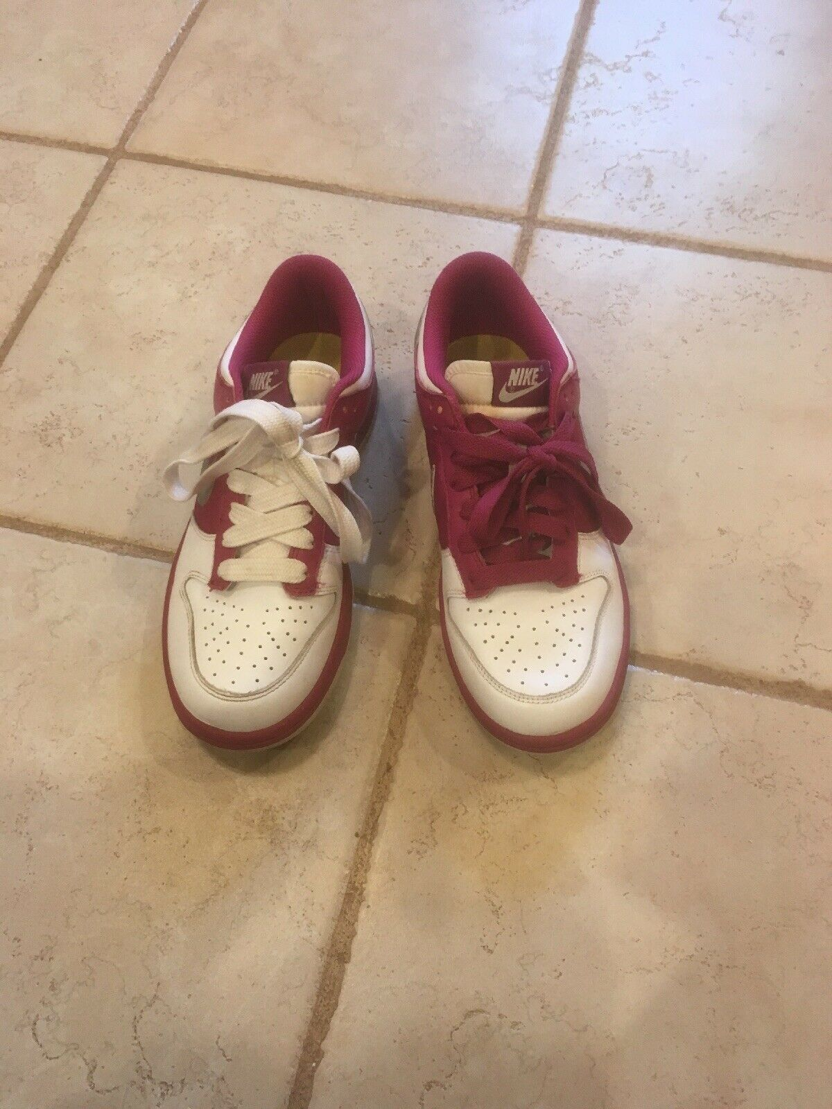 NIKE WOMEN SNEAKERS SWOOSH HOT PINK AND WHITE SIZE 8 SMELL GOOD