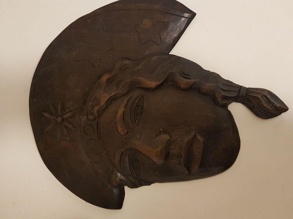 Masker i udskåret træ