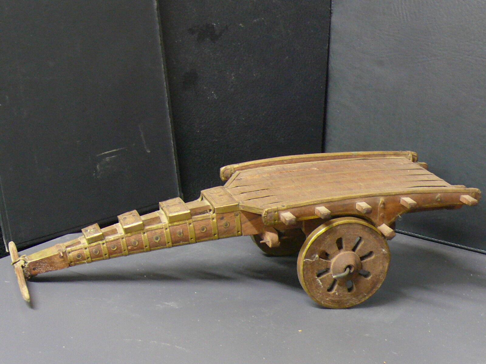 (eN1002) Tibet  Vintage  juguete con bonitos detalles en latón - Nepal