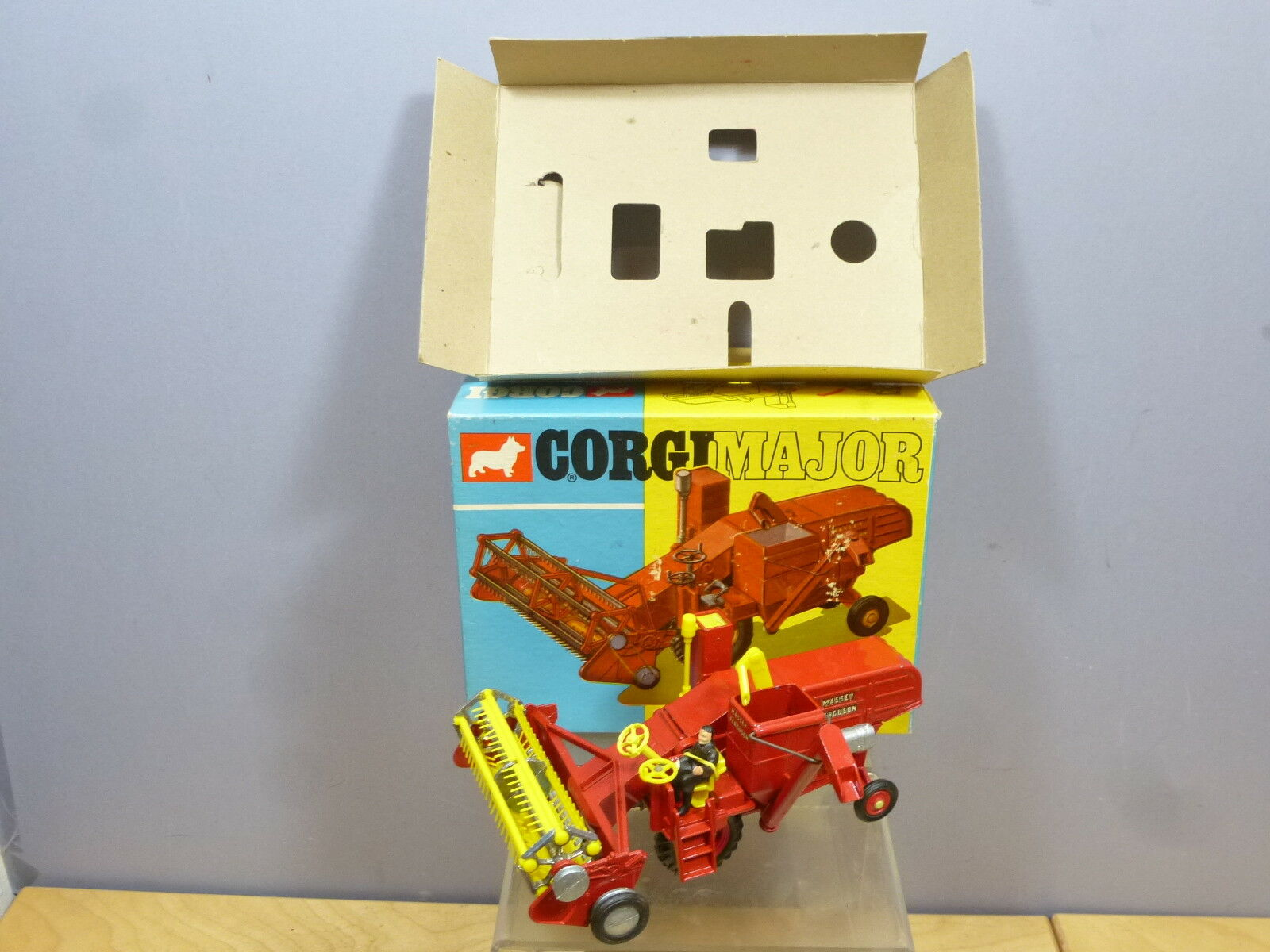 CORGI TOYS MODEL No.1111 MASSEY-FERGUSON COMBINE HARVESTER  & PLASTIC TINES MIB