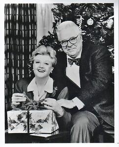 ANGELA LANSBURY WITH HER CHILDREN 8X10 PHOTO 1957