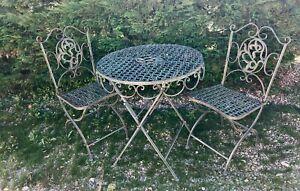 Salon de jardin en fer forgé pliable à décor de feuilles et croisillons