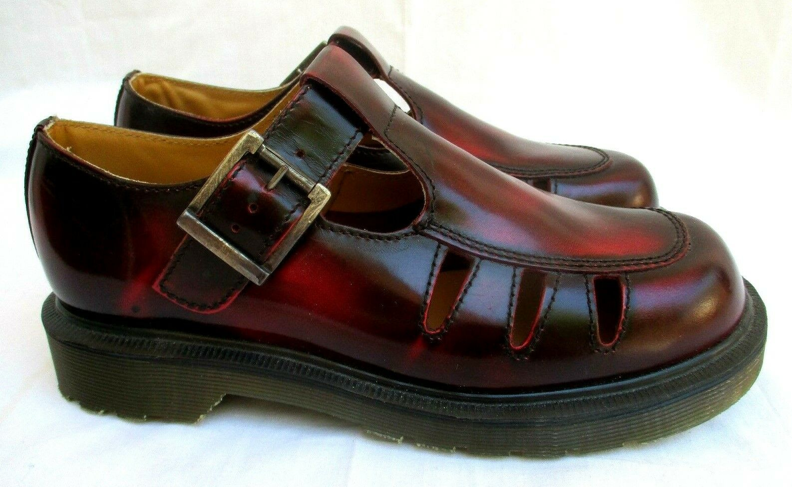 VTG..RARE..DR. MARTENS..MAROON..MARY JANE..CUT OUT..FLATS OXFORDS..NEW..sz 8