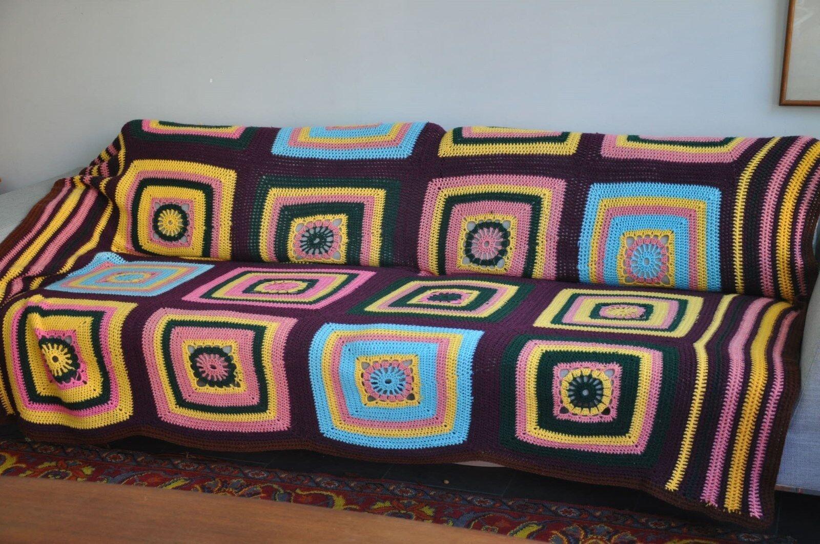 Plaid patchwork en laine vintage crochet réalisé au crochet vintage ( fait main ).70 's f37557