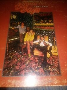 THREE DOG NIGHT - IT AIN'T EASY -  1970  DUNHILL RECORDS LP - (G+/VG)