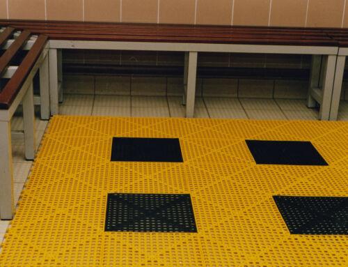 kennels /& sheds Ideal for boats Versatile Non Slip Interlocking Floor Tile